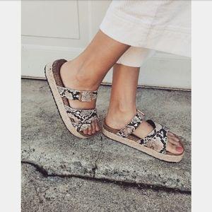 🚨END OF SUMMER SALE// Snake print Sandal